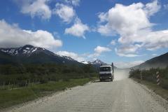 De wegen in Patagonië zijn niet altijd geasfalteerd