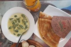 Een eenvoudige vegetarische maaltijd bestaande uit Crepes